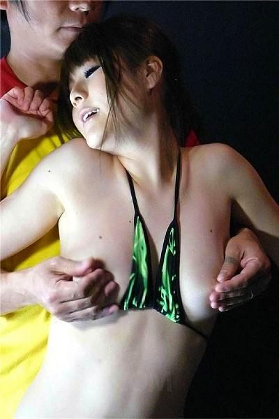 Азиатку связали и наказали
