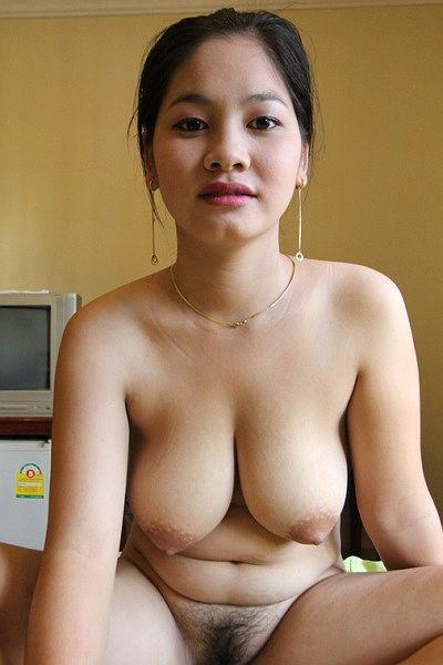 Домашнее порно с молодой азиаткой с большими сиськами и волосатой писькой