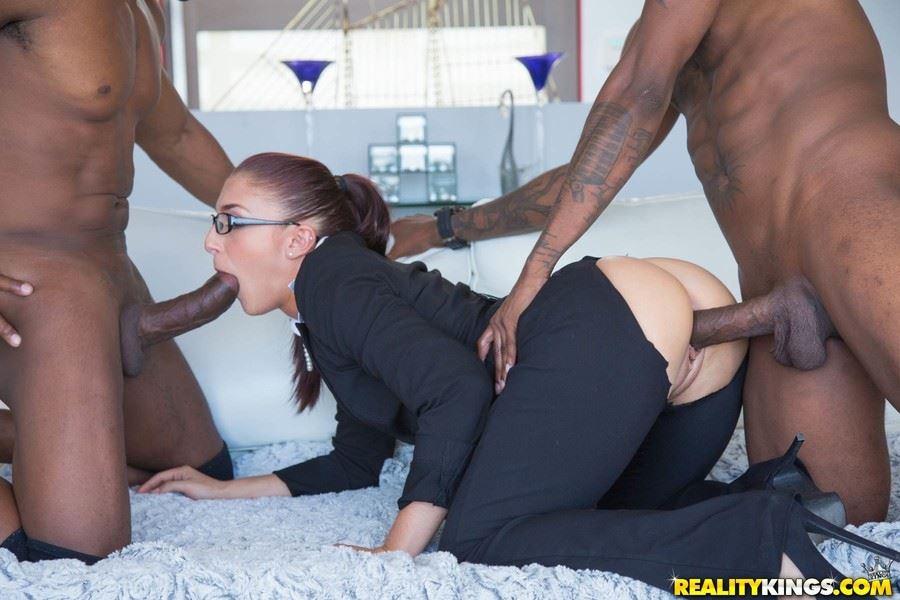 Порно огромных черных задниц