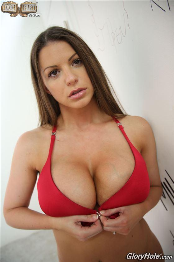 Порно красавица и большой хер, очень большой хуй трахает узкий анус