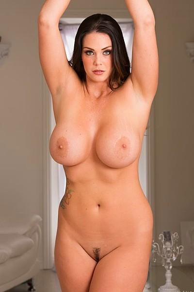 Великолепная зрелая дамочка с большой грудью растопырила пизду