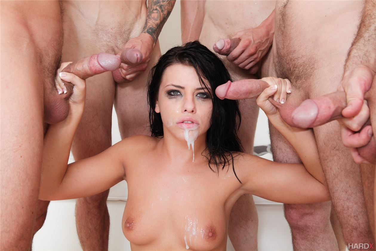 devushka-obsluzhivaet-polnometrazhnie-porno-s-izobiliem-spermi-fotki