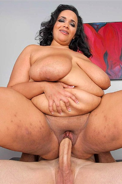 Зрелая толстуха с большими сиськами и прыщавой жопой