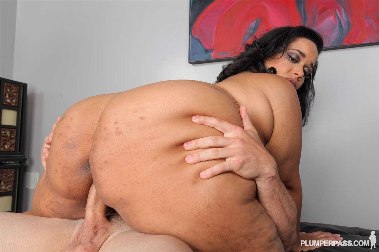 Порно в жопу толстухи
