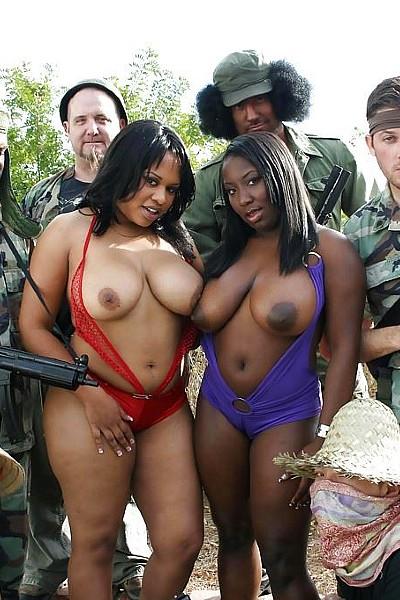 Групповушка с двумя сиськастыми пердастыми негритянками