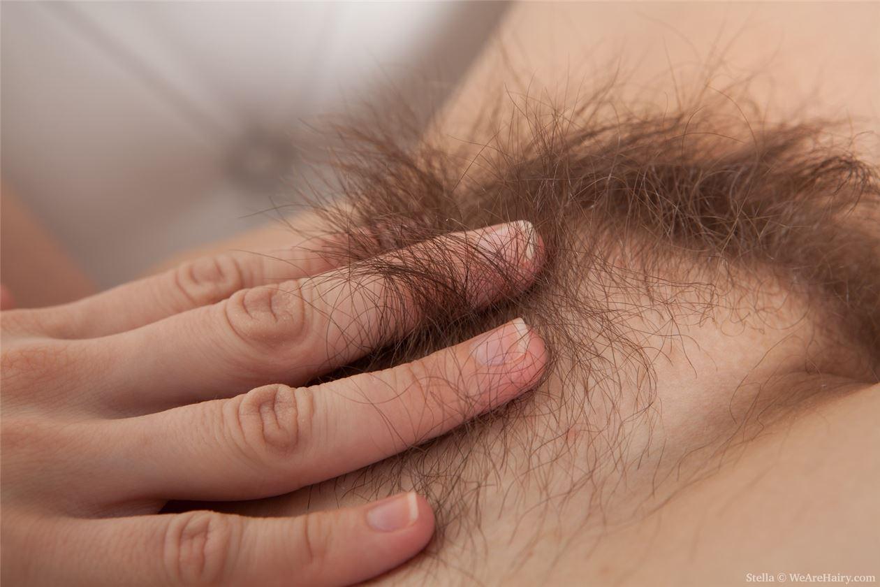 Фото пробиваются волосики, Волосы торчат из под купальника Случайное фото 9 фотография