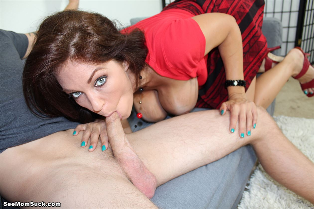 Девушки порно сосет молодой хуй фото порно