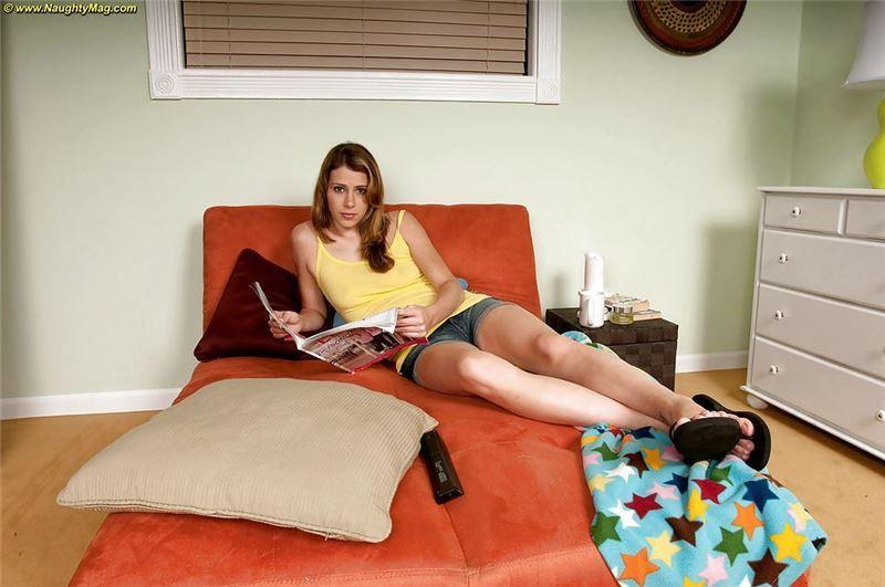 Девушка демонстрирует в порно