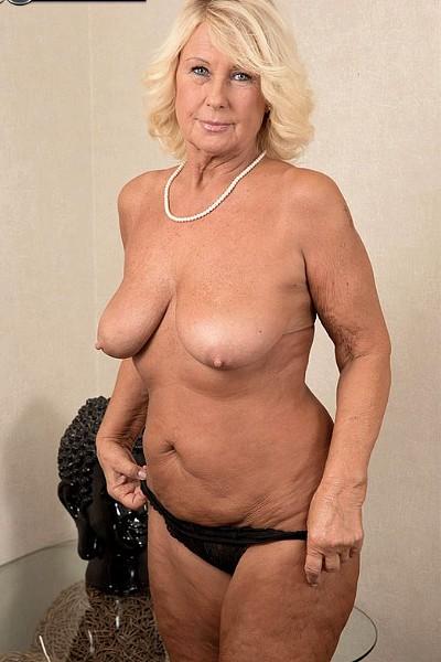 Фото голые зрелые женщины с молодыми фото 634-468