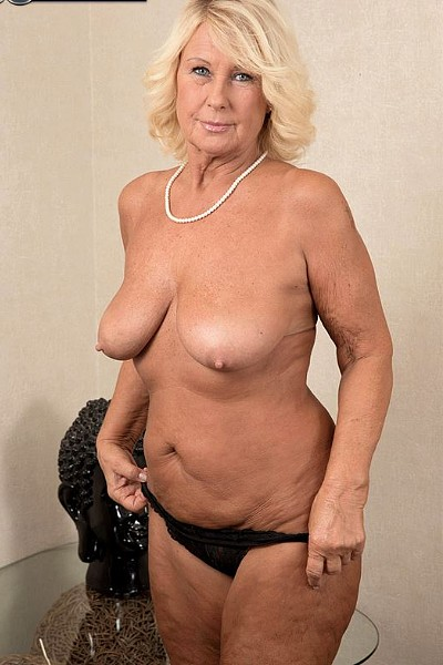 Распутная пенсионерка отдалась молодому массажисту