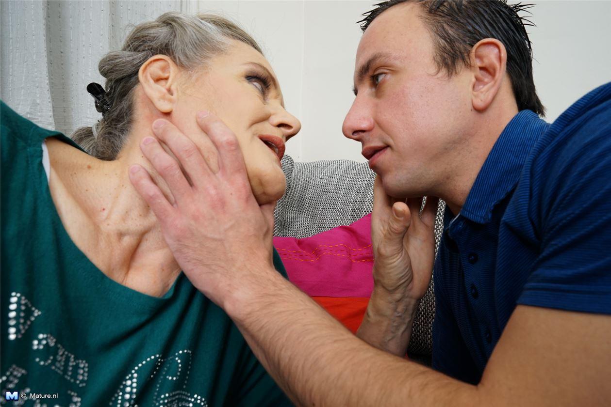 Старая бабка раком фото 20 фотография