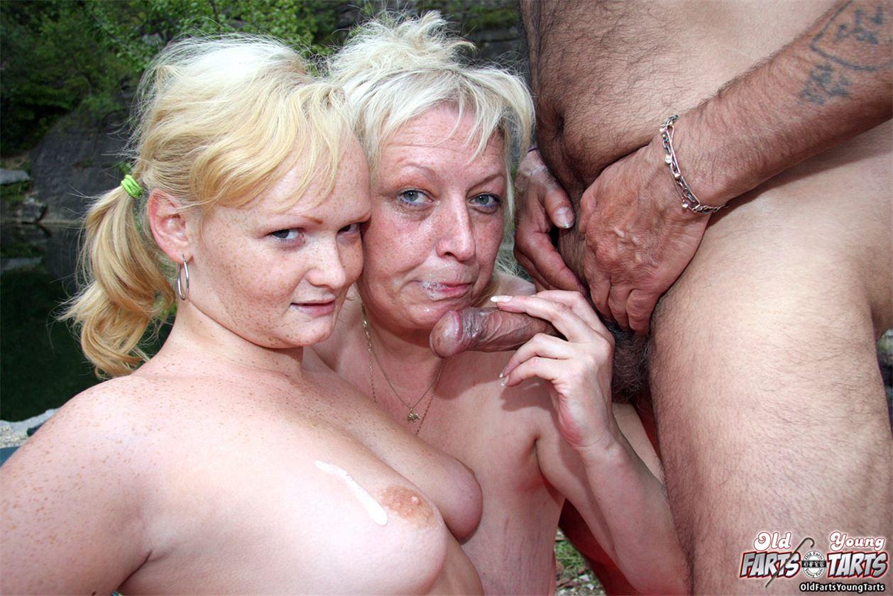 Старая парочка ебёт молодую, Пожилая пара трахает молодую - смотреть порно онлайн 10 фотография
