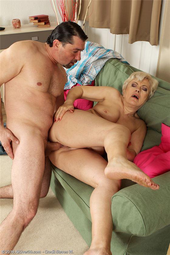 Зрелые Сосут Член Порно