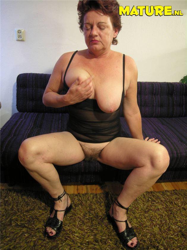Фото пожилая шлюха порно, эротические приколы над пьяными девушками