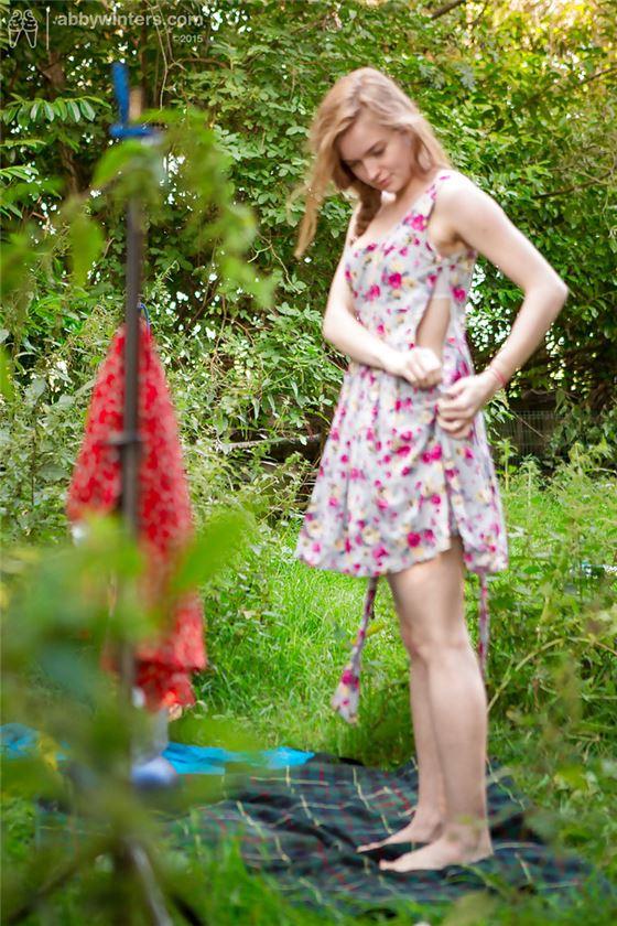 Эротика в кустах фото 6