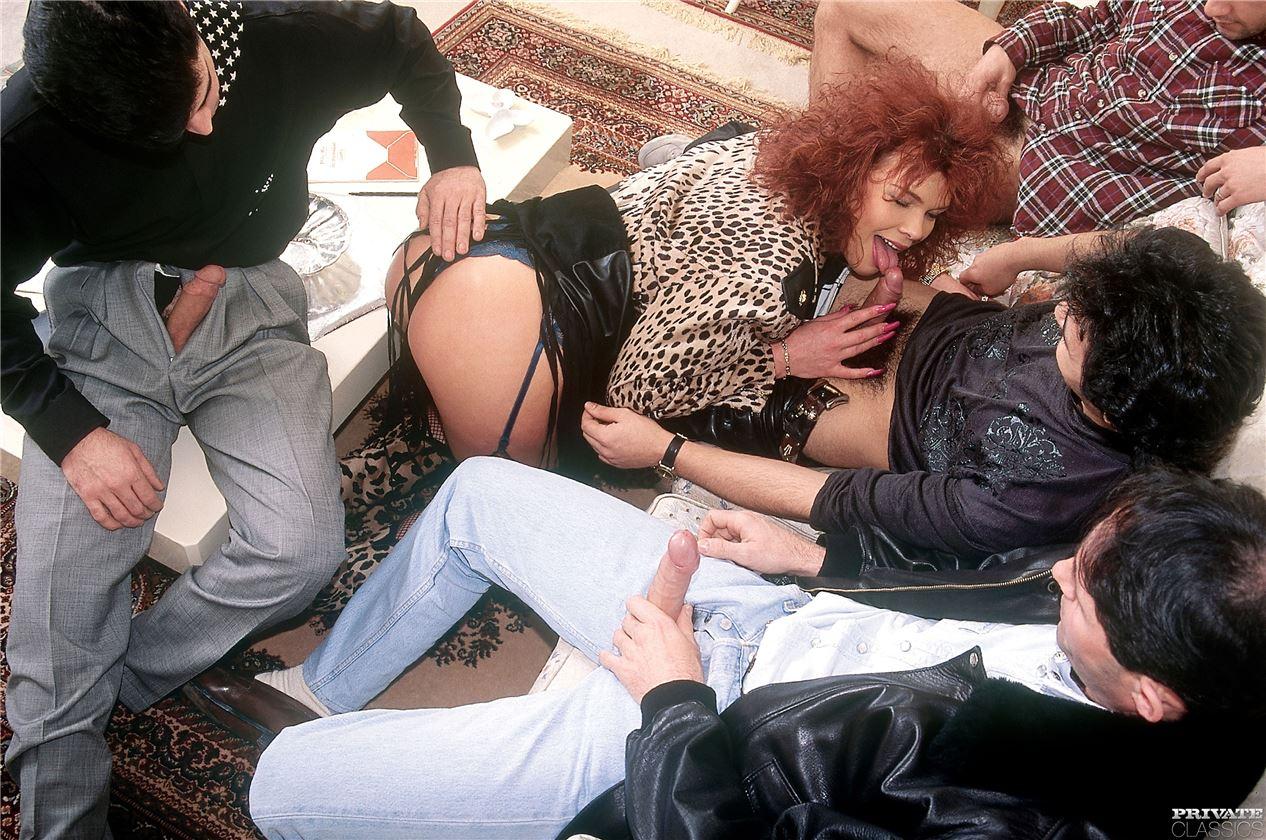 porno-foto-seks-retro-gruppovuha-smotret-porno-lesbiyanki-s-palochkami