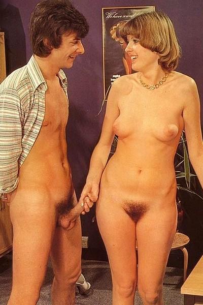 Ретро порно на котором парень в кабинете трахает начальницу с волосатой пиздой