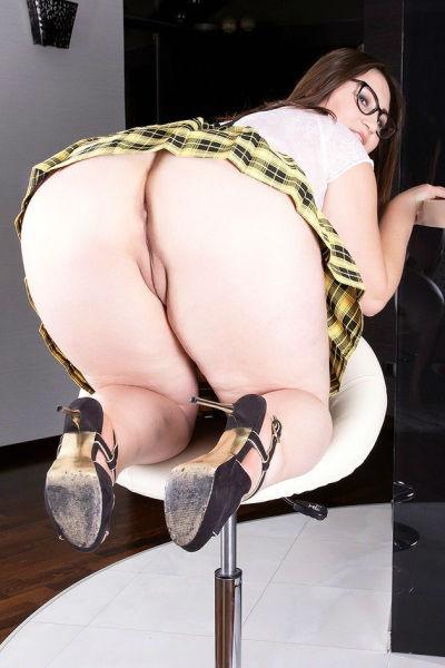 Толстуха Ivanna Lace с огромными сиськами большой жопой и бритой пиздой
