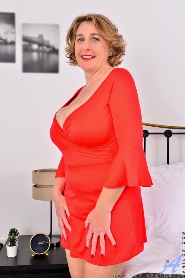 Распутная Дама Сняла Красное Платье И Стала Голой