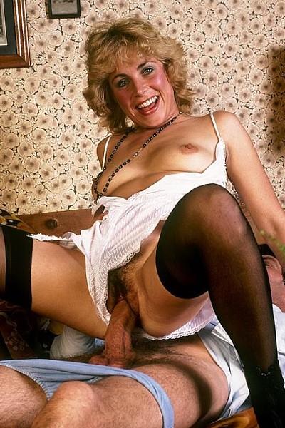 Винтажная блондинка обожает трахаться в жопу